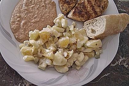 Fruchtsalat mit Essiggurken und Walnüssen 1