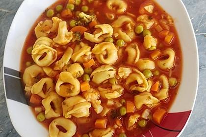 Leckere Gemüse - Tomaten - Suppe mit Tortellini 1