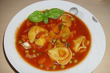 Leckere Gemüse - Tomaten - Suppe mit Tortellini 5