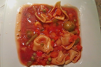 Leckere Gemüse - Tomaten - Suppe mit Tortellini 12