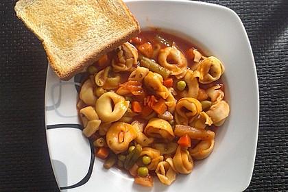 Leckere Gemüse - Tomaten - Suppe mit Tortellini 4