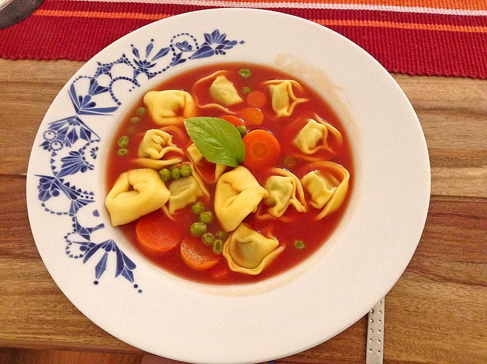 leckere gem se tomaten suppe mit tortellini von 2k chenfeen. Black Bedroom Furniture Sets. Home Design Ideas