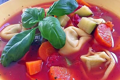 Leckere Gemüse - Tomaten - Suppe mit Tortellini 6