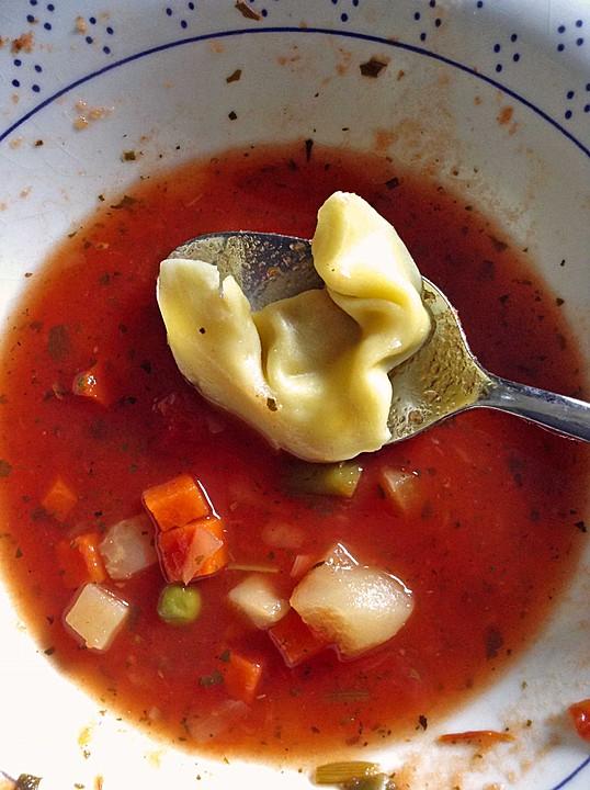 leckere gem se tomaten suppe mit tortellini rezept mit bild. Black Bedroom Furniture Sets. Home Design Ideas