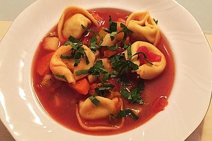 Leckere Gemüse - Tomaten - Suppe mit Tortellini 8