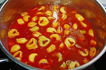 Tomatensuppe mit Tortelloni 5