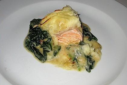 Lachs auf Spinatbett mit Kartoffel - Meerrettich - Haube 0