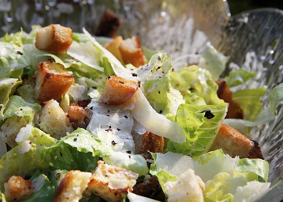 caesar 39 s salad mit parmesan cro tons rezept mit bild. Black Bedroom Furniture Sets. Home Design Ideas