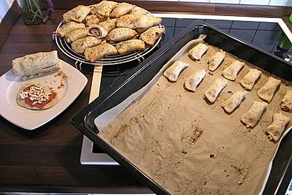 Gefüllte Pizzabrötchen 13