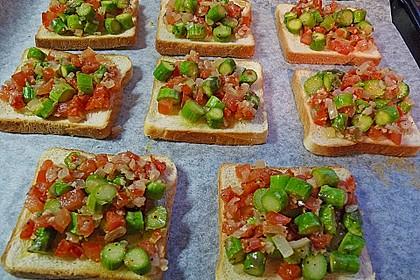 Bruschetta mit grünem Spargel und Tomaten 16