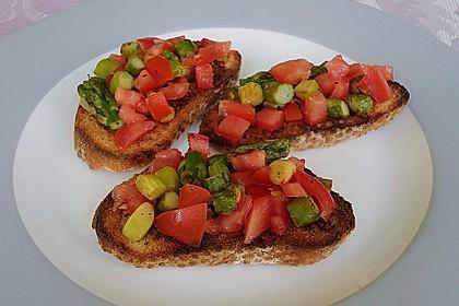 Bruschetta mit grünem Spargel und Tomaten 2