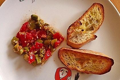 Bruschetta mit grünem Spargel und Tomaten 20