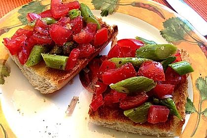 Bruschetta mit grünem Spargel und Tomaten 11