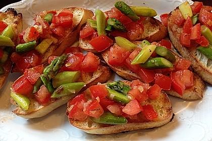 Bruschetta mit grünem Spargel und Tomaten 3