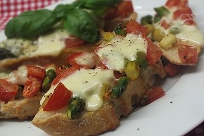 Bruschetta mit grünem Spargel und Tomaten 6