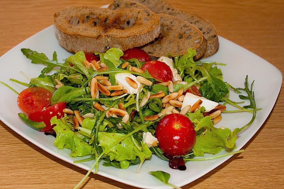 mediterraner salat mit mini mozzarella von lx2. Black Bedroom Furniture Sets. Home Design Ideas