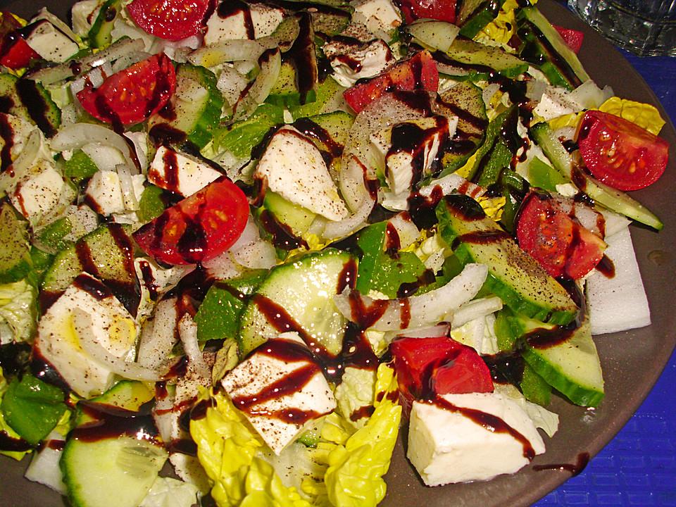 Salat mit schafskase und mozzarella