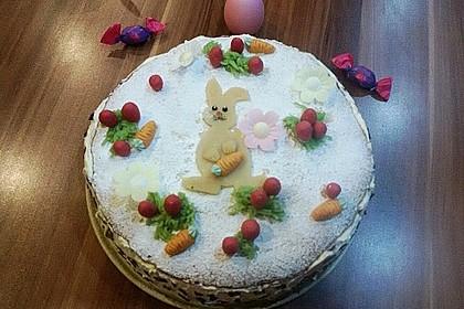 Österliche Käse - Sahne - Torte mit Erdbeeren