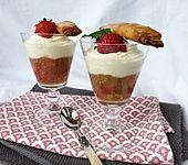 Rhabarber - Erdbeermus mit Tonkacreme und Nussröllchen