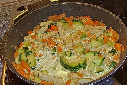 Reispfanne mit grünem Thai Curry und Estragon 2