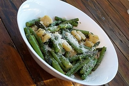 Salbei - Gnocchi mit grünem Spargel 29