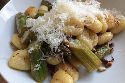 Salbei - Gnocchi mit grünem Spargel 22