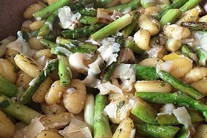 Salbei - Gnocchi mit grünem Spargel 11