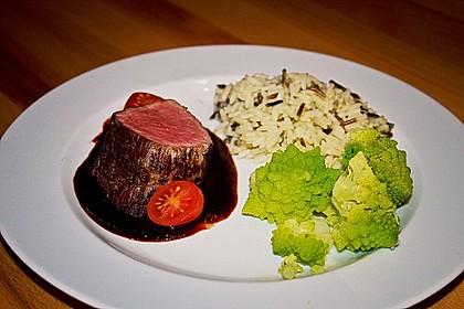 Herzhafte dunkle Sauce zu NT gegartem Fleisch