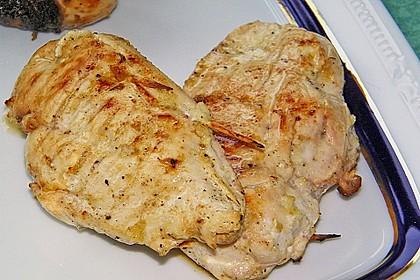 Gegrillte Hähnchenbrust mit Basilikum und Mozzarella