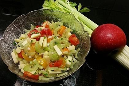 Apfel - Staudensellerie - Salat mit Kirschtomaten 3
