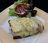Sandwich mit Tomaten und Käse überbacken (Bild)