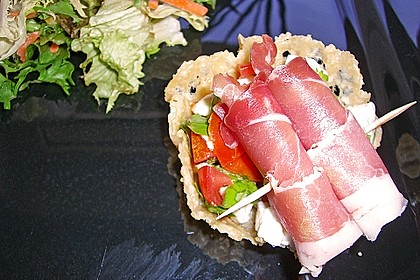 Parmesankörbchen, gefüllt mit Tomaten - Mozzarella - Salat 4
