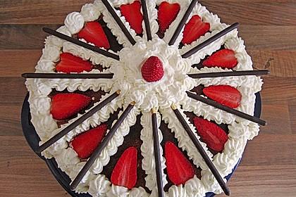 Mikado Erdbeer - Torte mit weißer Schokolade