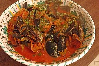 Miesmuscheln in Tomate mit geröstetem Knoblauchciabatta 19