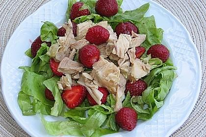 Erdbeer - Lollo Rosso - Salat mit Hühnchen 0