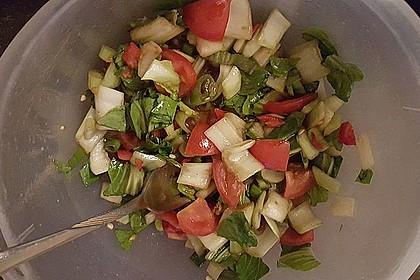 pak choi salat mit tomaten fr hlingszwiebeln und peperoni rezept mit bild. Black Bedroom Furniture Sets. Home Design Ideas