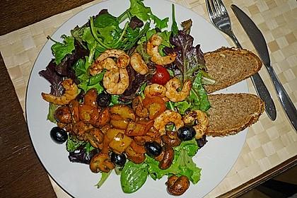 Pflücksalate mit Riesengarnelen und gebratenem Champignongemüse