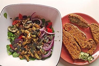 Pflücksalate mit Riesengarnelen und gebratenem Champignongemüse 3