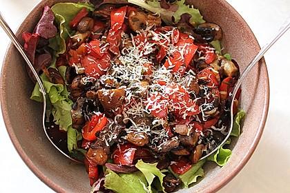 Pflücksalate mit Riesengarnelen und gebratenem Champignongemüse 2