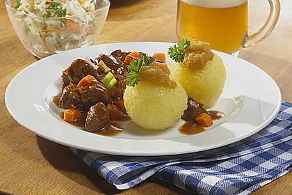 'Schweinshaxn' in Weißbiersoße und Kartoffelklöße 0