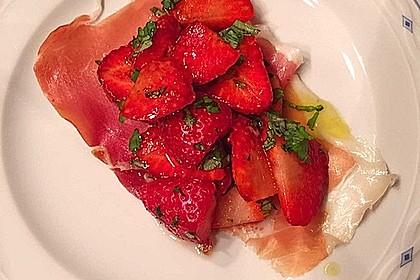 Scharfe Erdbeeren im Serrano - Nest mit einer leichten Honig - Himbeer - Vinaigrette 1