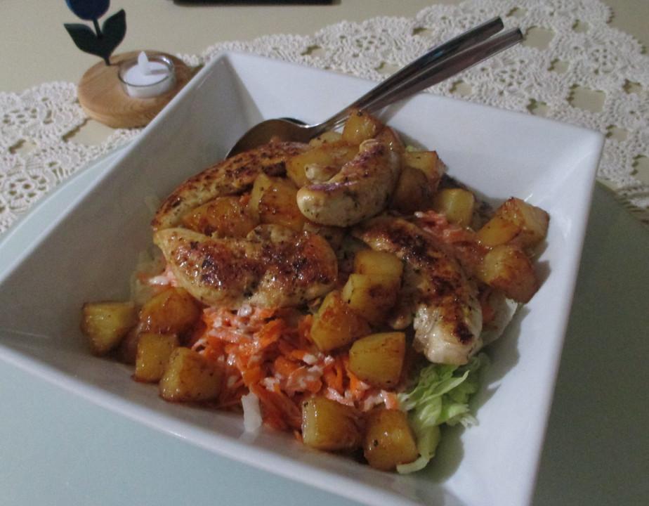 Sommerküche Hähnchen : Blattsalat mit hähnchen und ananas von sokrue chefkoch