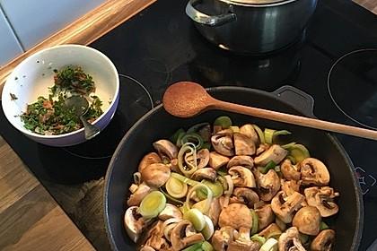 Putenmedaillons auf Lauch-Pilz-Gemüse 1