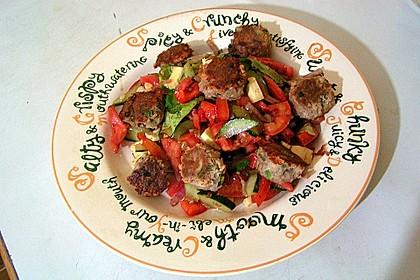 Bunter Salat mit Fleischbällchen 0