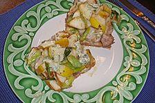 Toast mit Schweinefilet, Birne und Blauschimmelkäse
