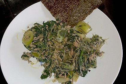 Chinesische Überraschung - mit Fleisch, Glasnudeln und Spinat