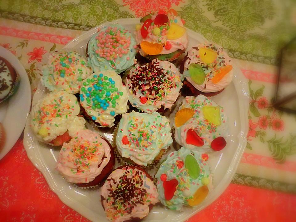 rainbow cupcakes rezept mit bild von kiwikiss. Black Bedroom Furniture Sets. Home Design Ideas