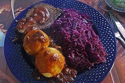 Sauerbraten mit Rotkohl und Kartoffelklößen 7