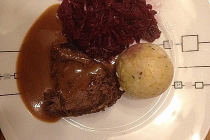 Sauerbraten mit Rotkohl und Kartoffelklößen 8