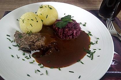Sauerbraten mit Rotkohl und Kartoffelklößen 10